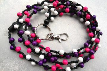 Olan yli avainnauha pinkki-violetti-valkoinen